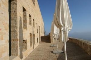 Terrasse vor dem Restaurant auf der Wehrmauer