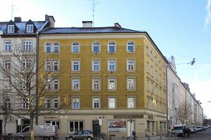 Denkmalgeschütztes Eckhaus in der Münchner Innenstadt vor der SanierungFotos: Pro Bau