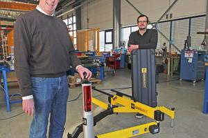 """Karl-Heinz Müller (links) hat den Granubot erfunden, sein Partner Christof Brockers hat das Gerät zur Serienreife weiterentwickelt und seine Firma QsQ übernimmt auch den Vertrieb<span class=""""bildnachweis"""">Foto: Thomas Schwarzmann</span>"""