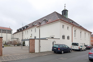 In der ehemaligen St. Franziskuskirche befinden sich heute ein Veranstaltungssaal mit Nebenräumen sowie eine Bücherei und eine Wohnung<br />