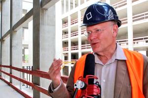 Manfred Rettig im Interview auf Schlossbaustelle in Berlin