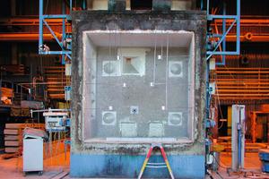 Die Prüfung im Brandschutzofen hat gezeigt, dass die neue Brandschutzplatte Firepanel A1 der höchsten europäischen Baustoffklasse A1 nach DIN EN 13501-1 entspricht (national nach DIN 4102-1) Abbildungen und Fotos: Fermacell<br />
