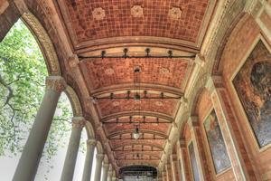 Die Restaurierung der rund 90 m langen Wandelhalle der Baden-Badener Trinkhalle ist mittlerweile abgeschlossen<br />