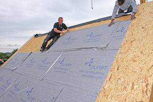 """Montage des Steildachdämmsystems """"puren Plus"""" auf der Holzkonstruktion"""