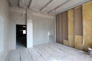Der Raum vor dem großen Festsaal erhält aus Gründen des Schallschutzes eine doppelte Metallständerwand