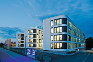 """<div class=""""99 Bildunterschrift_negativ"""">In den drei vom Hamburger Büro Heine Architekten entworfenen Gebäuderiegeln in Duisburg-Huckingen ist die neue Zentrale der Xella Gruppe seit April dieses Jahres untergebracht<br />Foto: Ansgar Maria van Treeck</div>"""