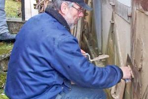 """Gerade bei der Instandsetzung denkmalgeschützter Fachwerkbauten spielen auch """"alte Baustoffe"""" wie Lehm eine wichtige Rolle<span class=""""bildnachweis"""">Fotos: Propstei Johannesberg</span>"""