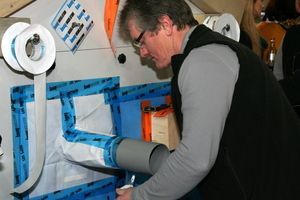 Am Modellhaus wurden alle Arten von luftdichter Verklebung gezeigt, auch Rohrdurchdringungen