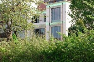 Zum Garten hin wurde die Villa aus den 1930er Jahren mit einem Anbau erweitert<br />