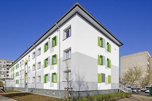 """Dieser Plattenbau in Neustrelitz wurde mit dem """"Warm-Wand"""" WDVS gedämmt, mineralisch verputz und mit der silanisierten Reinacrylat-Fassadenfarbe """"Fassadol"""" beschichtet⇥Foto: Knauf / Stephan Klonk"""