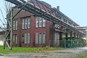 An der 1913 auf dem Gelände der Zeche Westfalen in Ahlen erbauten Schmiede entsprach das robuste Ziegelmauerwerk bei weitem nicht den Anforderungen an einen zeitgemäßen Bautenschutz