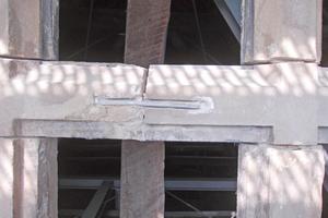 Rechts: Alte Anker wurden aus den Sandsteingewände ausgebaut und neu mit Bleiwolle verstemmt eingebaut