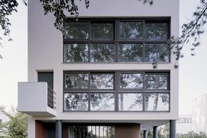 Das Haus hat einen Dachgarten, ein verschiebbares Langfenster und steht auf Stützen statt massiver Mauern Foto: Landeshauptstadt Stuttgart / Birgita Gonzales