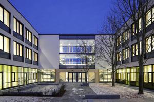 Innenhof mit Verbindungsgebäude<br />