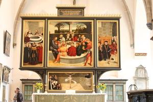 """Das Altarbild von Lucas Cranach dem Älteren und Lucas Cranach dem Jüngeren (""""Reformationsaltar"""") in der Stadtkirche Sankt Marien"""