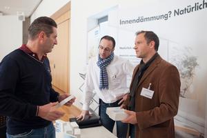 Neben den Vorträgen konnten sich die Zuhörer auch in einer kleinen Ausstellung direkt bei den Referenten der Firmen erkundigen<br />