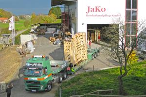 Bei einer Translozierung wird das Gebäude zunächst, begutachtet und katalogisiert und anschließend behutsam abgebaut, verpackt und zu JaKo transportiert