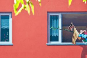 Die gemalten Menschen und Tiere wirken ausgesprochen realistisch Foto: Wohnungsbaugenossenschaft Solidarität / Klaus Dombrowski