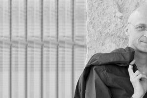 Im vorliegenden Heft berichtet der Architekt und Bau-Fachjournalist Klaus Siegele (Foto), Partner von frei 04 publizistik, über die Baustelle des Monats und eröffnet die Ausgabe mit seinem Editorial. Ab der bauhandwerk 9.2010 wird Sie an dieser Stelle dann wieder Redakteur Thomas Wieckhorst begrüßen.<br />Kontakt: 05241/801040<br />thomas.wieckhorst@bauverlag.de<br />Foto: Wilfried Dechau<br />