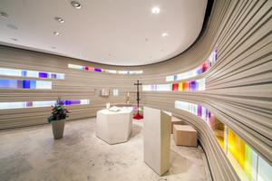 """Die Wände der Kapelle im Krankenhaus St. Elisabeth in Ravensburg bestehen aus gestapelten Gipsfaserplatten<span class=""""bildnachweis"""">Fotos (2): Knauf / Benjamin Brückner</span>"""