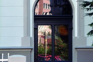 Farbige Gestaltung der Eingangstürgewände<br />