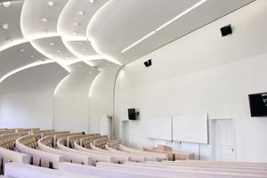 """Die Möbel Damm GmbH belegte mit der Modernisierung eines Hörsaals in der Humboldt-Universität zu Berlin den zweiten Platz in der internationalen Kategorie """"Segment Solutions""""  Foto: Saint-Gobain Rigips<br />"""