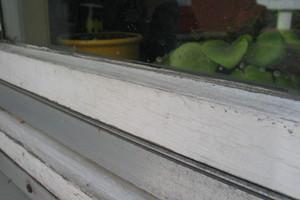 Ungepflegte Bauteile außen  -z.B. Fenster