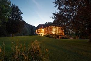 Die Villa am See fügt sich harmonisch in die Landschaft ein<br />