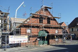 <br />Im Zuge der Sanierungs- und Umbauarbeiten erhielt die Backsteinfassade des ehemaligen Ackerbürgerhauses in Gütersloh-Isselhorst eine Innendämmung mit Holzfaserplatten<br />