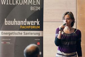 Nicola Beck stellt auf der Fachforumsveranstaltung im Elbcampus Hamburg das Energie BauZentrum vor<br />