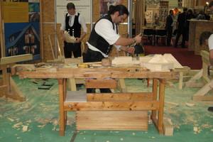Auf der denkmal in Leipzig wird gezeigt, wie Holzteile für die Reparatur historischer Bauteile handwerklich neu angefertigt werden können<br /><br />