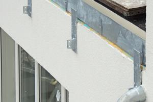 Oben: Kurioser einzelfall: Hier ist auch für Laien sofort erkennbar, dass das WDVS oben offen ist und Wasser in die Fassade eindringen kann Fotos: Joachim Schulz