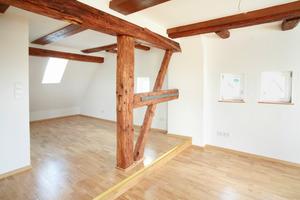 Raum im Dachgeschoss nach Abschluss der Sanierungsarbeiten<br />