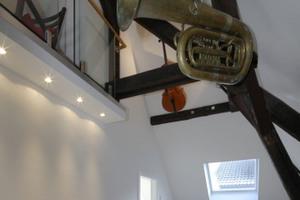 Das Mezzaningeschoss im Dach wurde mit Musikinstrumenten dekoriert