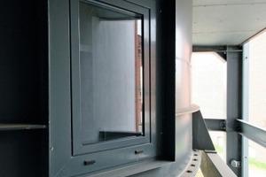 Für die natürliche Belichtung des Badezimmers sind die Fenster im Stahltrichter so positioniert, dass man sie von außen nicht direkt sehen kann<br />Foto: Thomas Wieckhorst<br />
