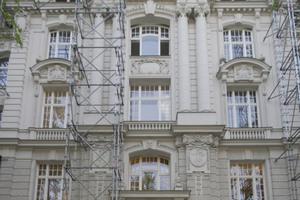 Eingerüstete Ansicht des Gebäudes vom Kurfürstendamm aus gesehen