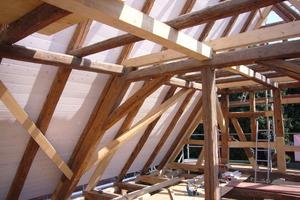 Holzverschalung auf dem Dachtragwerk<br />