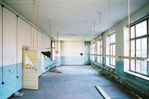 Blick in die Fabrik vor Beginn der Sanierungs- und Umbauarbeiten<br />