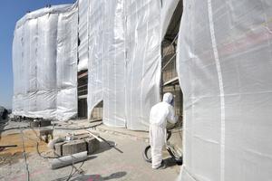 Anschließend musste die komplette Bunkerfassade mit Spritzbeton beschichtet werden<br />