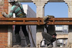 Montage der Stahlkonstruktion zur Gebäudesicherung<br />