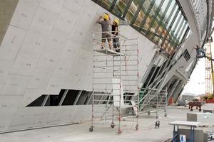 Die Fassadenkonstruktion der Allianz-Arena in München besteht aus über 15000m<sup>2 </sup>zementgebundener Bauplatten