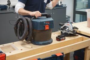 """Der 18V-Akku-Sauger """"GAS 18V-10 L"""" ist sehr leicht und handlich und schont den Filter durch Rotationsluftstrom"""