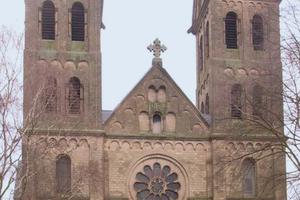 Die neogotische St. LambertusKirche in Erkelenz wurde Mitte Oktober 2013 entweiht und soll nun abgerissen werden