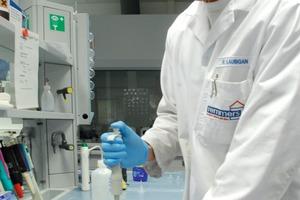 """""""Know-how-Inves-titionen"""": Rund 80 Fachkräfte sind bei Remmers im wichtigen Unternehmensbereich Forschung, Entwicklung und Qualitätsmanagement beschäftigt<br />"""