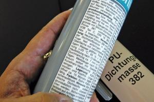 Links: Bei Versiegelungen oder Abdichtungen sollte man im Herstellerhinweis beachten, ob der Dichtstoff überstreichbar oder anstrichverträglich ist. Rechts: Die Tragfähigkeit von Altanstrichen wird per Kreuzschnitt getestet. Der Anstrich im Beispiel links ist tragfähig, rechts dagegen nicht<br />