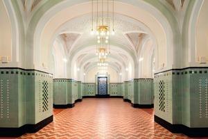Im 1912 fertig gestellten Pager Gemeindehaus wurde neben der Amerikanischen Bar und dem Pilsener Restaurant auch das Vestibül und das Treppenhaus saniert<br />Fotos: Rako<br />