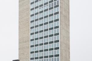 Weithin sichtbares Wahrzeichen des 1965 entstandenen Hauses der Kultur und Bildung (HBK) ist in Neubrandenburg der 14-stöckige HKB-TurmFotos: Rigips