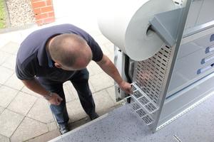 Nicht überall hält Bernd Manten die Einrichtung für robust genug für den Handwerker-Alltag – wie zum Beispiel bei dem Gewindestangenhalter