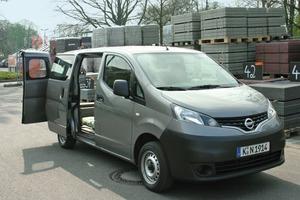 Unser Testwagen: Der Nissan NV200 in der Ausstattung Comfort und mit 63 kW starkem 1.5 dci Turbodiesel. Trotz seiner kompakten Abmessungen bietet er ein Ladevolumen von 4,2 Kubikmetern