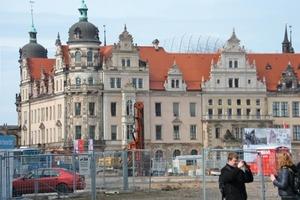 Die neue Kuppel über dem kleinen Hof des Dresdener Residenzschlosses ist von der Straße aus kaum sichtbar und nur aus der Ferne zu sehen<br />